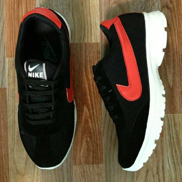 Sepatu Kets Nike Pria Hitam